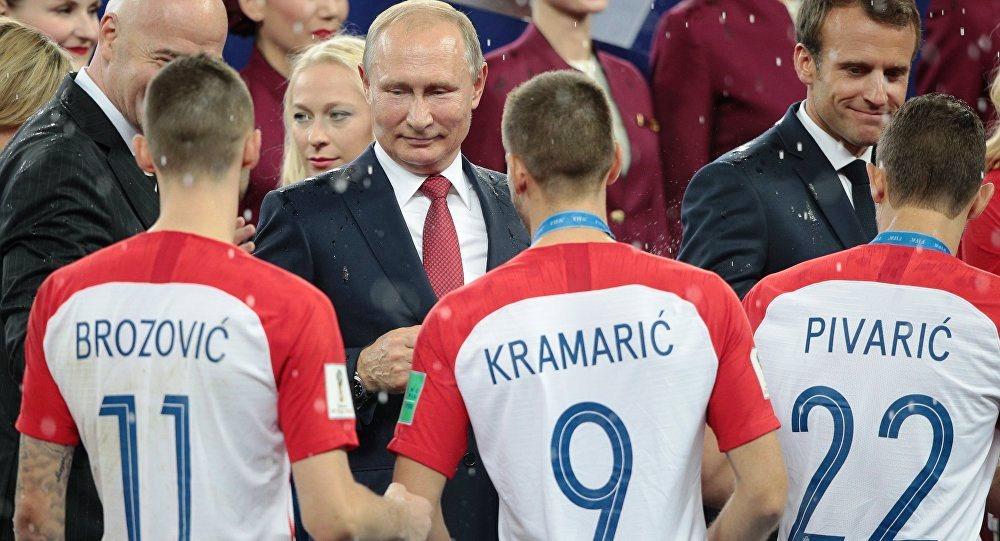 Voici la raison pour laquelle Josip Pivaric n'a pas serré la main de Poutine après la finale de la Coupe du monde Russie 2018